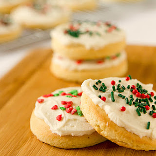 Lofthouse Sugar Cookies with Easy Buttercream Frosting.