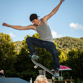 True Love Is Trust by Chris Reynolds - People Couples ( skateboarding, love, please don't hit me, trust, ollie )