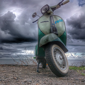 Vespa Butut by Budi Wahono - Instagram & Mobile Android