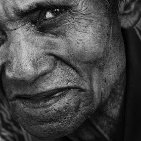 The Grandpa' by Alan Fadlansyah - Black & White Portraits & People ( fadlansyah )
