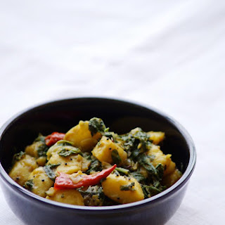 Saag Aloo Recipe - How to Make Saag Aloo Recipe - North Indian Curry Recipes Recipe