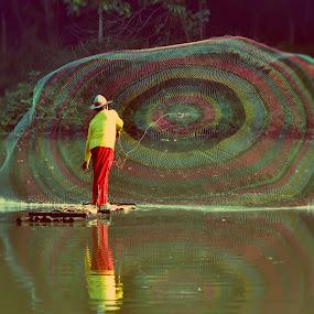fisherman - menjala ikan by Tamlikho Tam - People Professional People