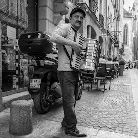 Candid by Lauren Carroll - People Street & Candids ( music, black and white, france, candid, man,  )