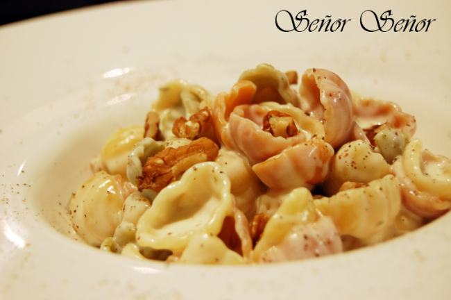 Pasta with Gorgonzola Cheese Sauce and Nuts Recipe