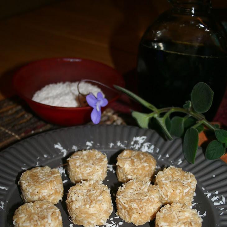 Raw Vegan Coconut Macaroons