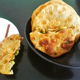 Matar Kachori recipe – Indian pastry filled with spiced green peas.