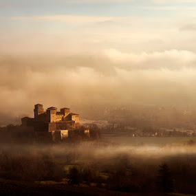 Old guardian between fog by Alberto Ghizzi Panizza - Buildings & Architecture Public & Historical ( old, ancient, fog, castle, torrechiara, panorama )