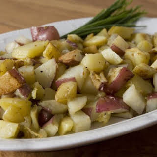 Easy Roasted Potatoes with Garlic.