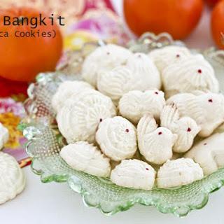 Kuih Bangkit (Tapioca Cookies).