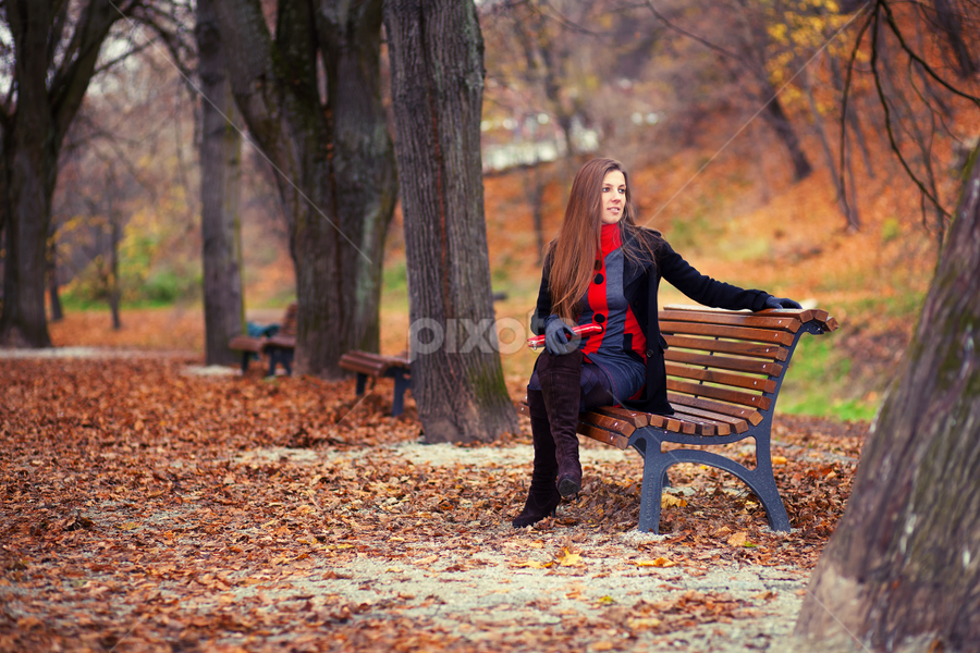 Autumn colors by Mindaugas Navickas - People Portraits of Women ( fashion, autumn, colors, ayes, beauty, women, portrait )