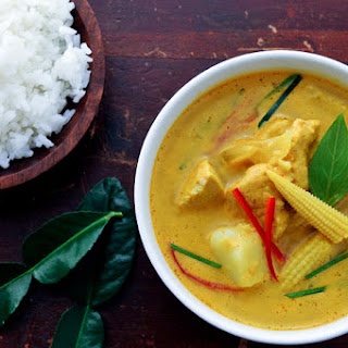 Yellow Curry with Chicken and Potatoes | Gang Garee Gai | แกงกะหรี่ไก่.
