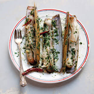 Navajas al Ajillo (Razor Clams with Chiles and Garlic).