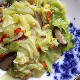 Taiwanese Braised Cabbage With Dried Shrimp, Chilies, and Shiitake Mushrooms