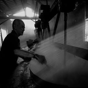 Coffee makers Man by Hendrik Cuaca - People Portraits of Men