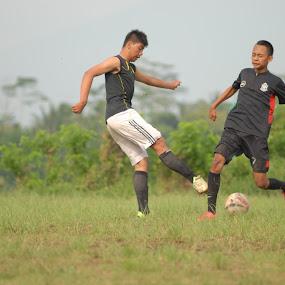 ouuuwww... it's hurts Mas Brow by Danang Kusumawardana - Sports & Fitness Soccer/Association football