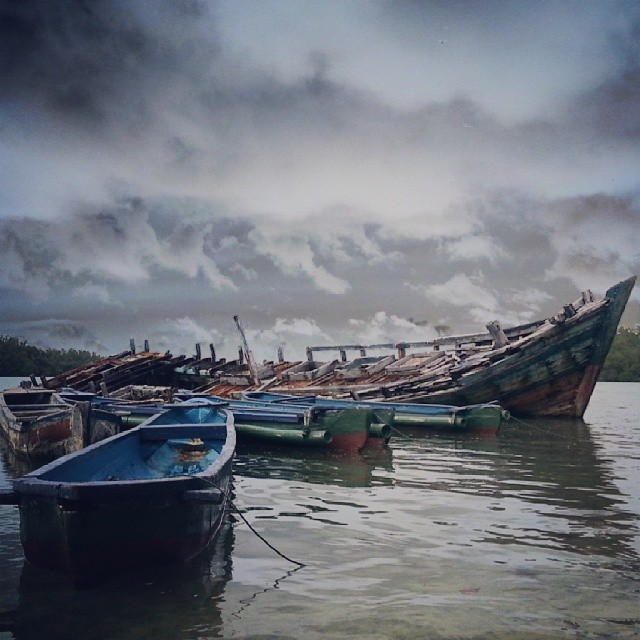 Shiphaendelemusang by Hendra Parulian - Instagram & Mobile Android ( sea, pulau, ujungkulon, picoftheday, photooftheday, perahu )