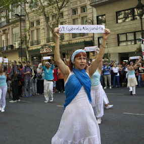 Remembrance 2014: Argentina by Venetia Featherstone-Witty - News & Events World Events ( genocide, argentina, politics, the disappeared, crowds, protestors, buenos aires, remembrance day, torture,  )