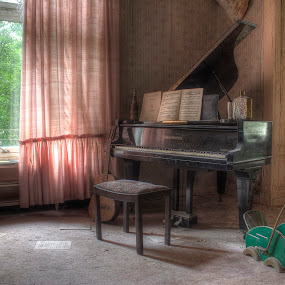 Play a song by Greg Warnitz  - Buildings & Architecture Other Interior ( music, urban, piano, abandoned, decay )