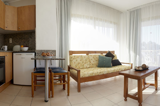 Salou Suite: dining/living room