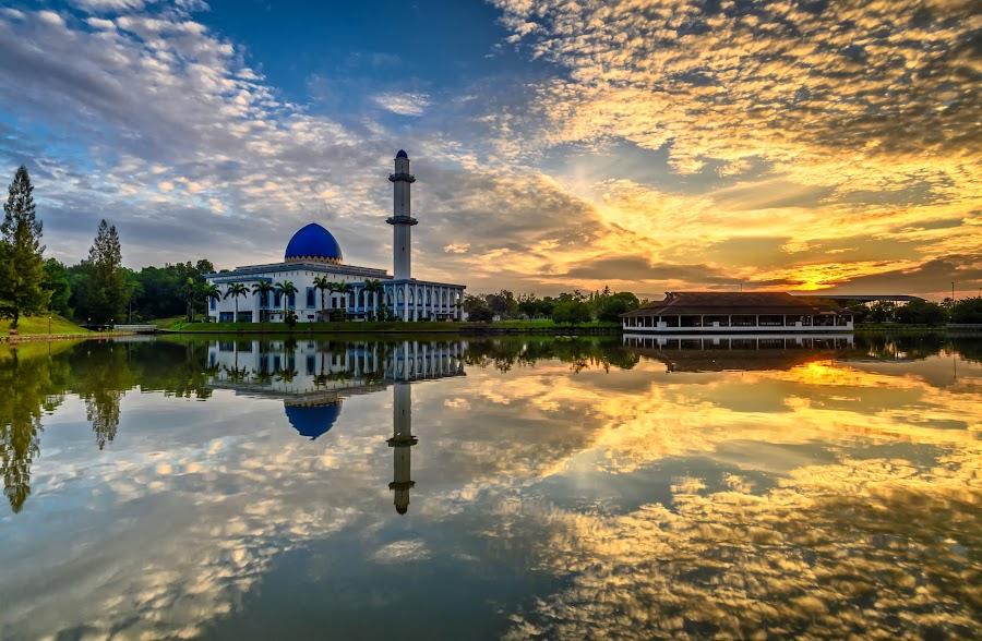 Uniten Mosque by Rizal Faridz - Landscapes Sunsets & Sunrises ( bukit jelutong, mosque, blue hour, shah alam, sunrise )