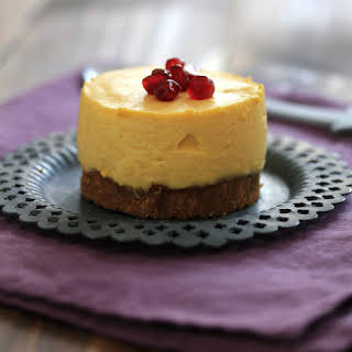 No-Bake Lemon-Mango Cheesecakes with Speculoos crust.