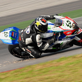 Superbike rider in action by Zam Foto - Sports & Fitness Motorsports ( rider, superbike, racing, motor, action, motorsport, race,  )