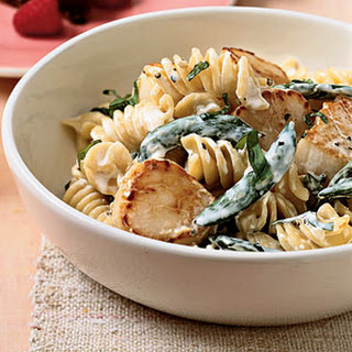 Fusilli With Scallops and Peas