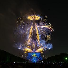 Eiffel tower by Romain Bruot - Buildings & Architecture Statues & Monuments ( paris, eiffel tower, tour eiffel, fireworks, france )