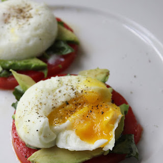 Poached Eggs w/Tomato, Avocado & Basil.