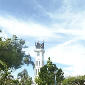 jam gadang by Alvi Eko Pratama - Buildings & Architecture Statues & Monuments ( monuments, landmark, indonesia, monument, architecture, landscape )