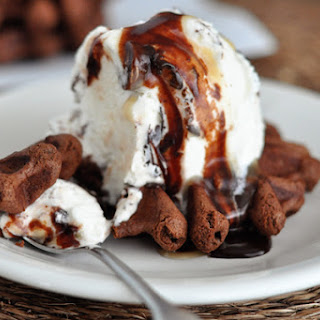 30-Second Chocolate Turtle Cookie Sundaes.