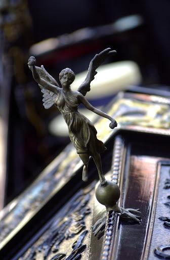 JFgondolaOrnament - Gondola bow ornament.