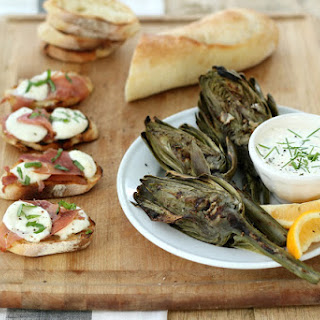 Grilled Prosciutto, Fresh Mozzarella Garlic Toasts with Fresh Basil | Easy Summer Entertaining Recipes