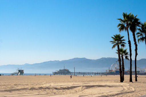santa-monica-pier-los-angeles - Santa Monica beach with the Santa Monica pier in the background.