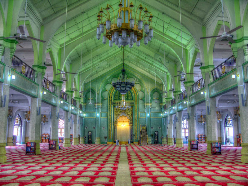 Masjid Sultan, or Sultan Mosque, is located at Muscat Street and North Bridge Road in Singapore.