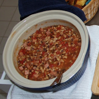 Slow Cooker Black Eyed Peas With Ham And Peppers.