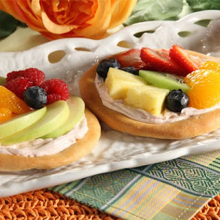 Fruit Pizza Snackers.
