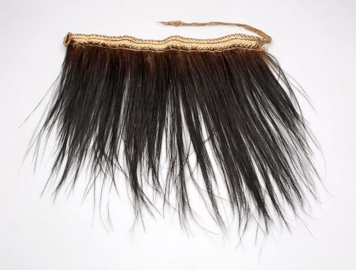 Girdle of plaited fibers and cassowary feathers