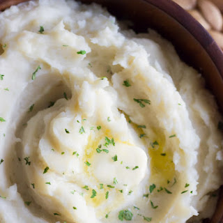 Easy Creamy Crockpot Roasted Garlic Mashed Potatoes.