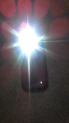 玩免費工具APP|下載懐中電灯は、LEDのトーチ app不用錢|硬是要APP