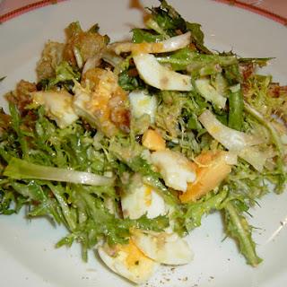 Salade aux Lardons (aka Traditional Lyonnaise Salad)