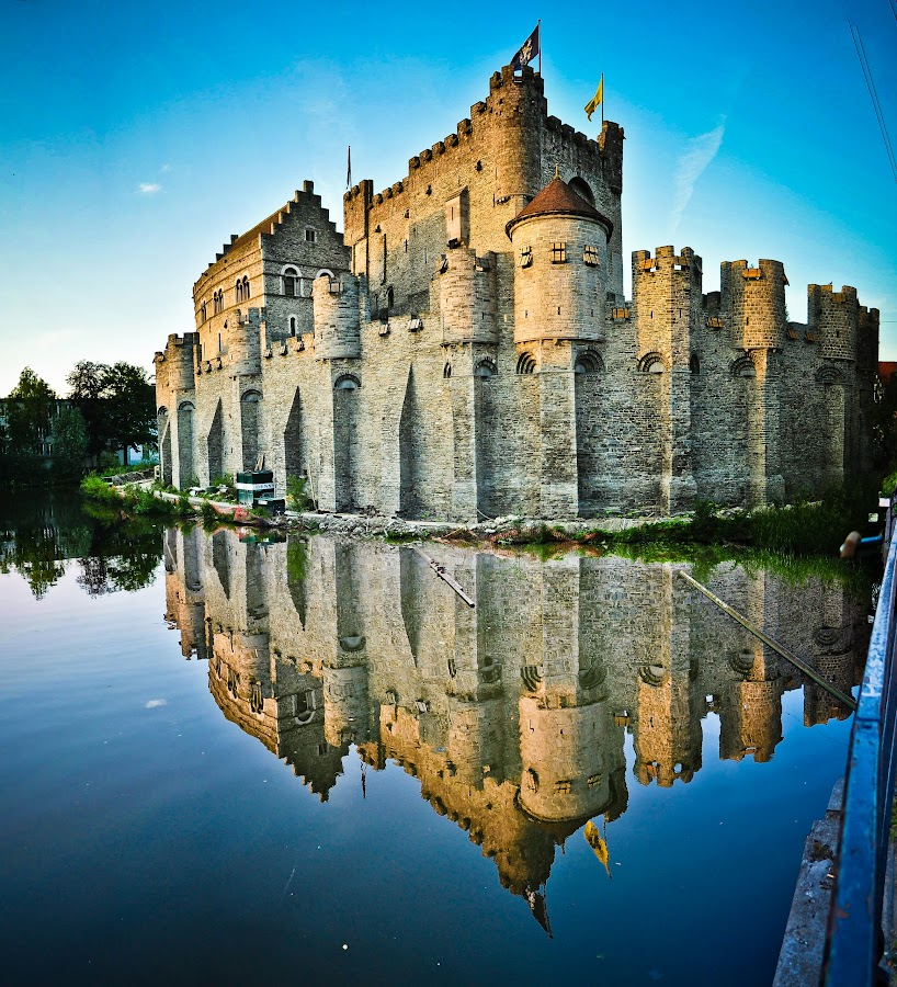 A million pieces by Shahriar  Zayyani - Buildings & Architecture Public & Historical ( water, reflection, europe, flemmish, castle, belgium, chateau, historic, belgian )