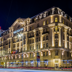 Polonia Palace Hotel (Varsovia) by Jesús Municio - City,  Street & Park  Night ( traffic, night, hotel, palace, traffic light, light, varsow, poland, mood, mood factory, holiday, christmas, hanukkah, red, green, lights, artifical, lighting, colors, Kwanzaa, blue, black, celebrate, tis the season, festive, , city at night, street at night, park at night, nightlife, night life, nighttime in the city )
