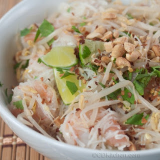 Chicken Pad Thai With Bean Sprouts And Sauce.