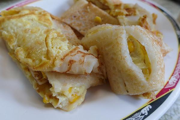 台南早點 在地人才知道的銅板美食,早上總是排滿趕上班人潮!