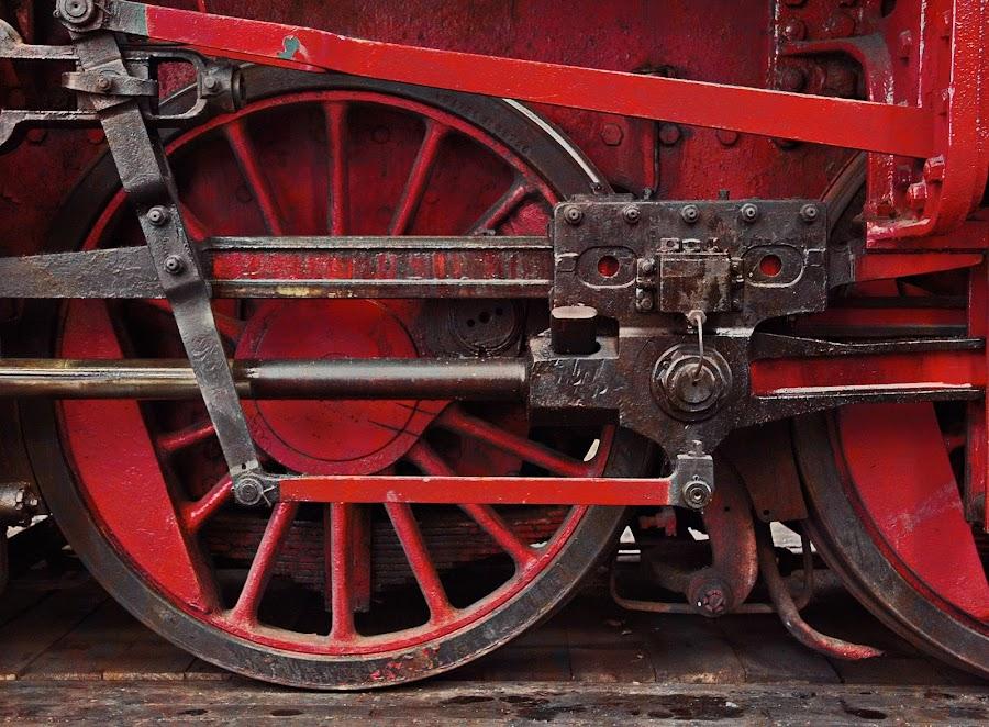 Big Wheel by Axel K. Böttcher - Artistic Objects Industrial Objects