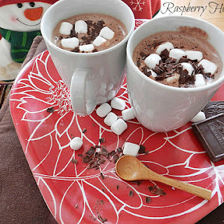 Raspberry Hot Chocolate for a #SundaySupper Holiday Party