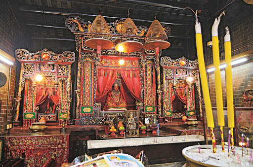 Hong-Kong-temple - A colorful, vivid traditional Buddhist Temple in Hong Kong.