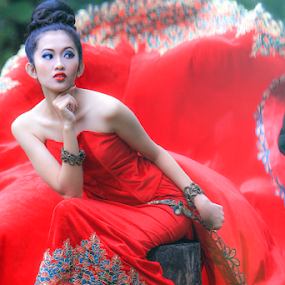 Lady Red Gown by Tofan Wisuda Nova - People Fashion ( canon, fashion, red, lady, gown, beauty, photography, photofan )
