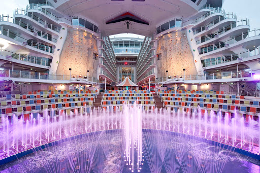 The Aqua Theater aboard Allure of the Seas transforms into an aquatic amphitheater in the evening, with water shows and acrobatic performances.